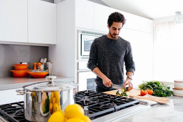 Якщо ви хочете вберегти діте і себе від небезпечних бактерій, варто задуматись про чистоту деяких предметів на кухні.