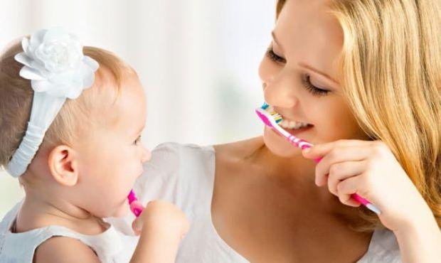 Догляд за молочними зубами дитини
