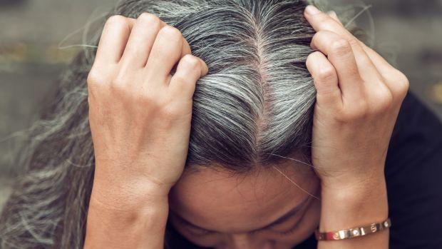 Психологічний стрес може бути одним з чинників сивини, що з'являється передчасно, хоча довгий час механізм його впливу на її виникнення був незрозуміл