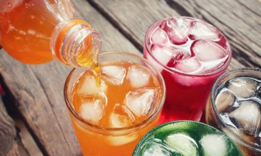 Солодкі газовані напої вже давно стали ворогом для багатьох людей, які ведуть здоровий спосіб життя.