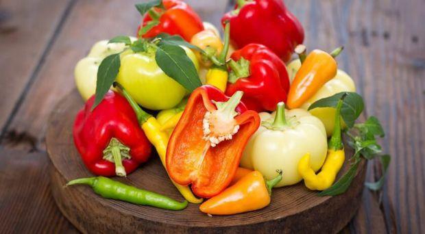 Нашій імунній системи вкрай необхідний вітамін С. Поповнити його запаси можна, вживаючи квашену капусту та білгарський перець.