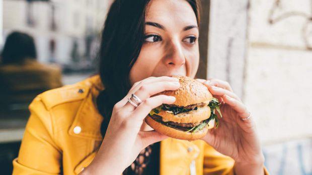 Згідно з новим дослідженням Університету Едіт Коуен (ECU), дієта, багата фруктами і овочами, знижує рівень стресу.