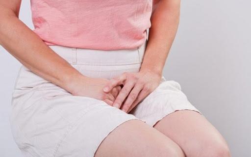 Ожиріння може бути пов'язане з важким перебігом менструацій у жінок. Це може бути викликано затримкою віднволення слизової оболонки матки.