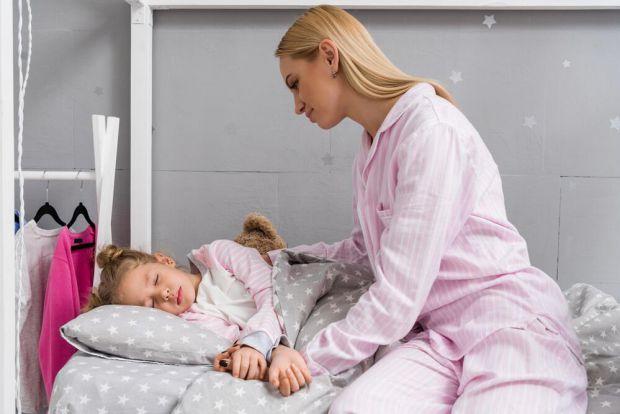 Від бруксизму найчастіше страждають діти у віці 3-10 років. Такі напади нічного скреготіння можуть повторюватись кілька разів за ніч.
