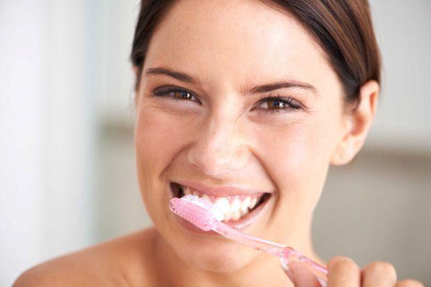 Університет Нью-Йорка довів: люди, котрі нехтували гігієною порожнини рота, в більшій мірі ризикують постраждати від недоумства, включаючи хворобу Аль