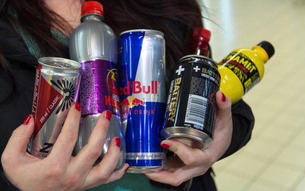 Лікарі попередили, що вживання енергетичних непоїв може бути пов'язане з серцевою недостатністю. Медики лікували 21-річного хлопця, який пив 4 банки е