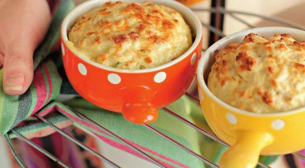 Матусям під час лактації потрібно харчуватись дієтично. Пропонуємо рецепт смачного та корисного курячого суфле.