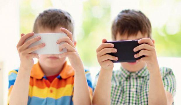Вплив сенсорних екранів на дітей