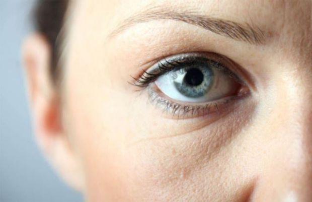 Індійський дієтолог Пуджа Махіджа перерахувала прості способи, які допоможуть позбутися від мішків під очима. Людям з цією проблемою слід переглянути
