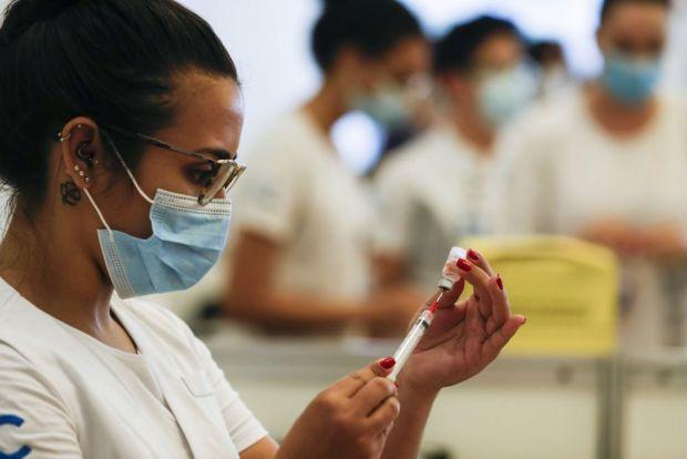 Агентство регулювання охорони здоров'я Бразилії заявило у вівторок 22 лютого, що у них схвалили вакцину Pfizer-BioNTech COVID-19 для широкого використ