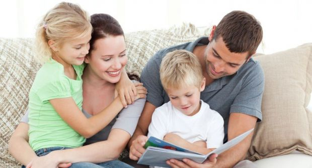 Якщо дитина поруч, то варто забути про обговорення деяких тем.