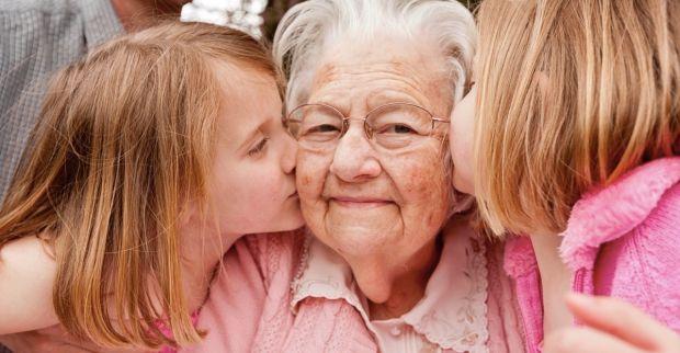 Користь спілкування з онуками