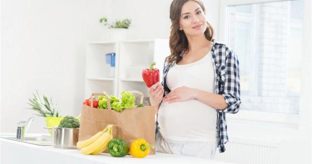 Лікар-дієтолог Самоцленко Марта розповіла, як потрібно харчуватись жінкам при надії.