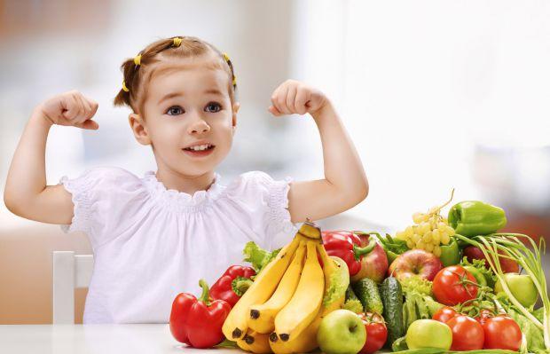 Вчимо діти їсти корисну їжу