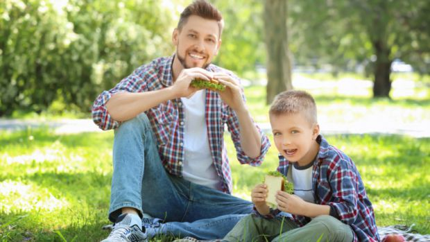 Вихованням дітей повинні займатись не лише жінки. Кожен батько має дати сину дві важливі поради.