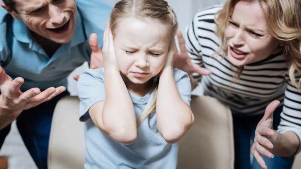 Канадські вчені запевняють, що мозкові структури стають меншими, якщо на дитину кричать, б'ють, трясуть.