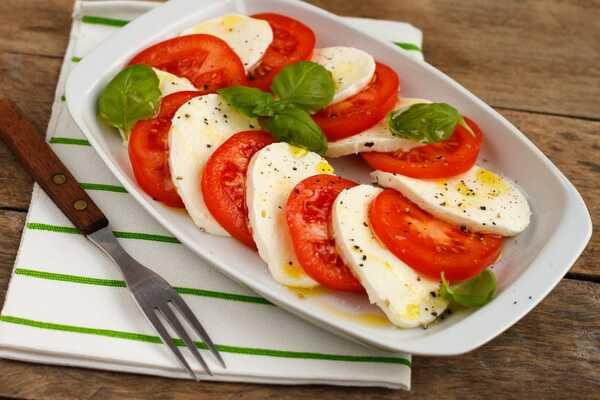 Любителі помідорів можуть радіти. Цей смачний овоч здатний знизити ризик інсульту. До такого висновку прийшли вчені, які опублікували своє дослідження