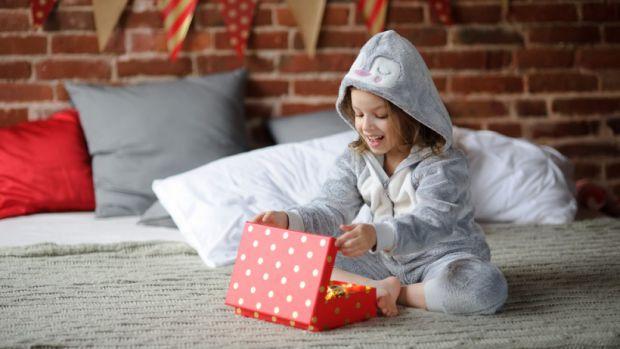 Вже зовсім скоро День Святого Миколая, Новий Рік, Різдво. Усі батьки думають, що подарувати своїм діткам на свята.