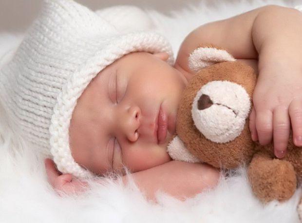 Фоанцузький фотограф Крістіан Бертелло вирішив показати усім таємницю народження дитини.
