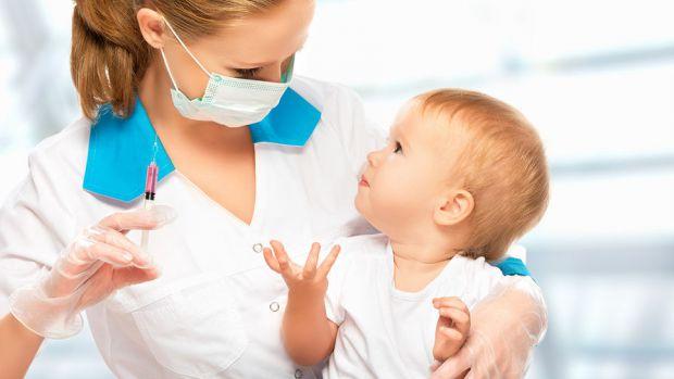 Усі британські діти у віці від двох років і старше до кінця цього року можуть отримати вакцини від коронавірусу. Але найближчим часом щеплення будуть