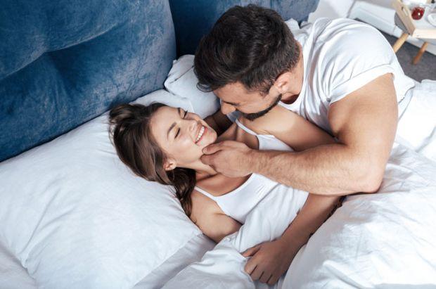 Фахівці з університету Іллінойса в американському Чикаго з'ясували, що ранковий секс корисний для чоловіків.