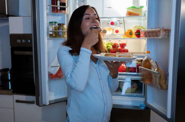Окрім основних прийомів їжі вагітній матусі не варто забувати про додаткові перекуси, які допоможуть позбутися несподіваного почуття голоду.