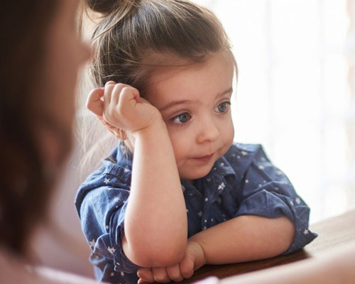 Якщо ви вперше почули від дитини матюк, але самі ніколи не використовуєте їх, то слід пояснити малюкові суворим голосом, що такі слова використовують