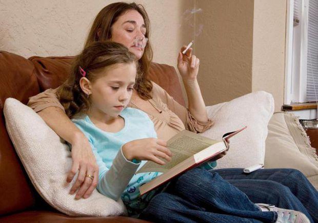 Діти курців страждають від вушних інфекцій частіше за своїх однолітків, які ростуть в сім'ях, де батьки не схильні до цієї згубної звички.