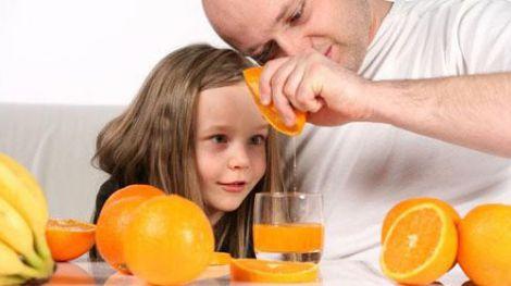Маленьким дітям соки можна давати в тиждень лише один раз