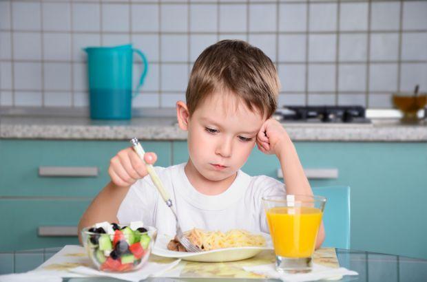 Якщо дитина не проявляє до їжі особливого інтересу, це зовсім не означає, що вона нездорова.