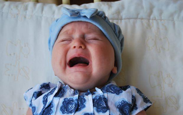 Неприємним наслідком численних безсонних ночей для молодих мам, які постійно встають до немовлят, експерти назвали прискорене старіння. Такі жінки на