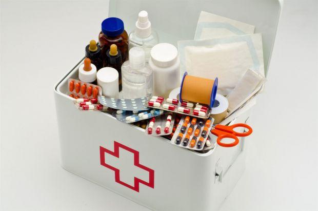Люди часто зберігають аптечки у ванній кімнаті.