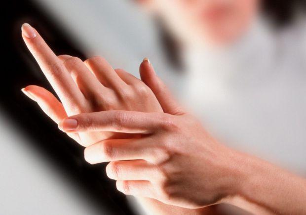 Розсіяний склероз (РС) - хронічне захворювання, що вражає як імунну, так і нервову системи. Багато людей відчувають різні ранні ознаки стану. При цьом