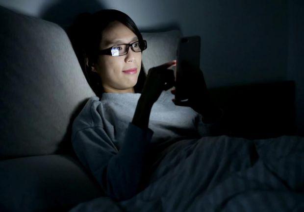 Постійні пошуки інформації в інтернеті і перегляд телевізора лікарі внесли в перелік звичок, здатних зробити людське життя коротшим.