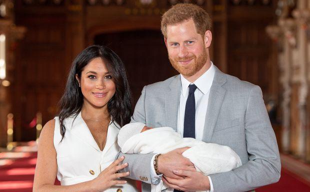 Після смерті Єлизавети II з королівського престолу на трон зійде її старший син - Чарльз, який вже давно готується стати королем.