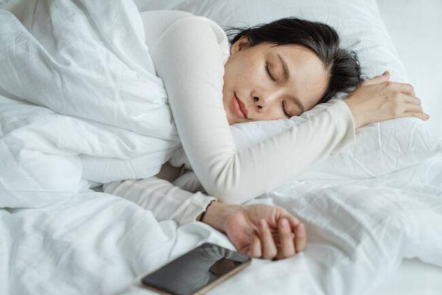 Нова подушка або м'який матрац навряд чи допоможуть людині виспатися і відчувати себе в хорошій формі.