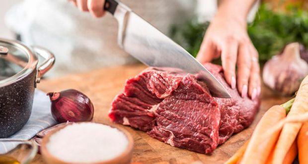 Дослідження показало, що червоне і перероблене м'ясо виразно викликають захворювання серця. Це не перша наукова робота з цього питання, але одна з най