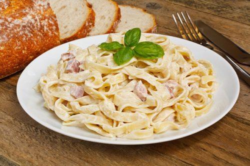 Група вчених з Суррейского університету представила дані експерименту, які говорять про те, що їсти макарони на вечерю - це не небезпечно з точки зору