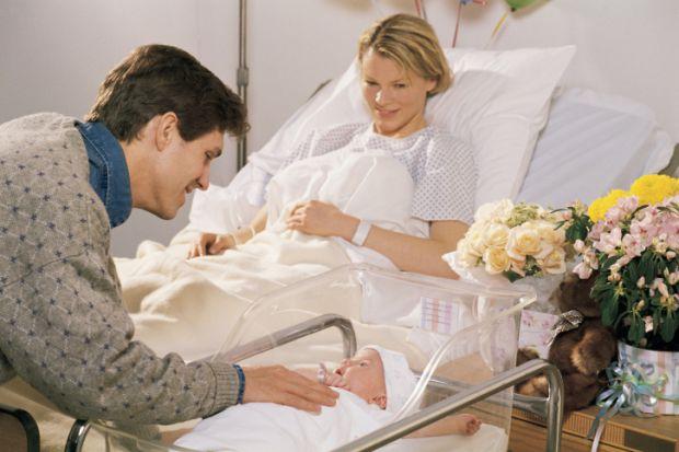 Як правильно доглядати за ніжною шкірою новонародженого? В перші дні після повернення з пологового будинку вам належить навчитися купати і підмивати м