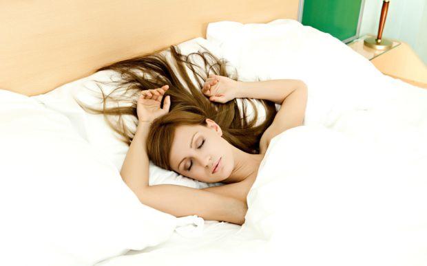 Ви прокидаєтеся вранці з гніздом на голові? Вочевидь, вашому волоссю не вистачає вітамінів. Так, маски, засоби для відновлення і лікування працюють, я