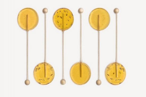 Зробіть ці медово-лимонні льодяники від кашлю з імбиром своїми руками, замість того, щоб купувати готові.