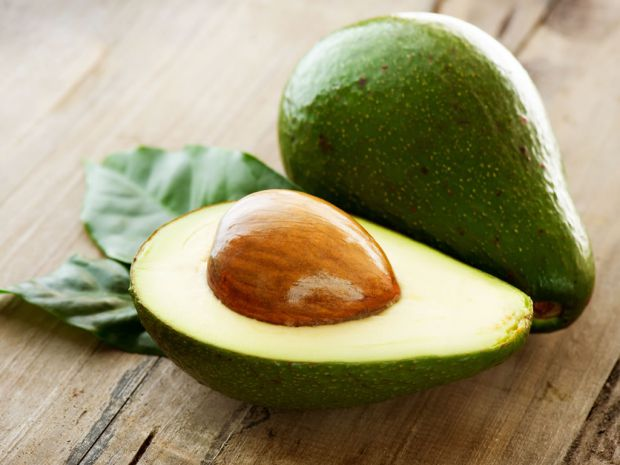 Нещодавно вчені зробили висновок, що споживання авокадо і салатів, заправлених оливковим маслом, збільшує шанси жінок на успішне зачаття при проведенн
