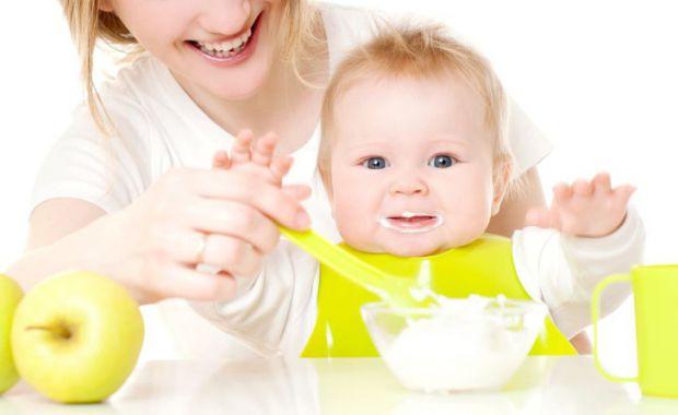 Академіки провели експеримент, який допоміг встановити, чи робить вплив спосіб привчання дитини до твердої їжі на її метушливість і насолоду трапезою.