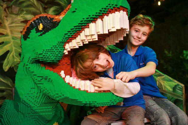 Зараз рідко можна зустріти дитину, яка захоплюється динозаврами. Але такі іграшки чи книжки про них позитивно впливають на малюка.