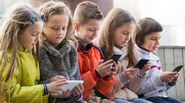 Команда фахівців з Інституту поведінкової генетики вивчила дані про здоров'я і психічний розвиток майже 12 000 дітей. Всі вони середньому проводили пе