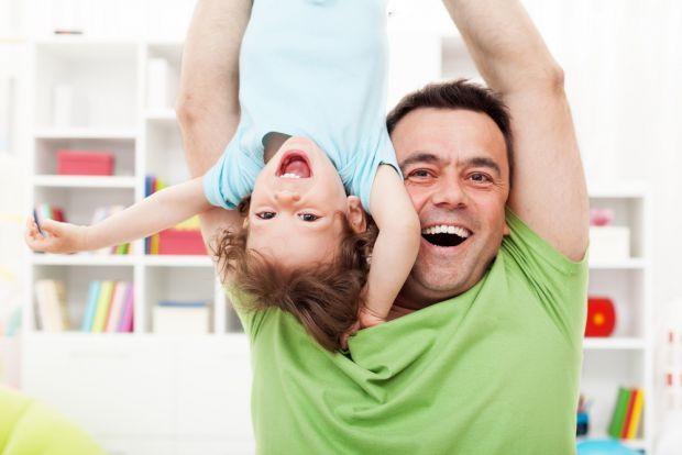 З якого віку малюки починають розуміти жарти та підтексти?