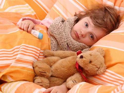 Чим лікувати і чи лікувати взагалі - головні питання, які постають перед батьками щоразу, коли у дитини з'являються перші ознаки застуди або грипу. З
