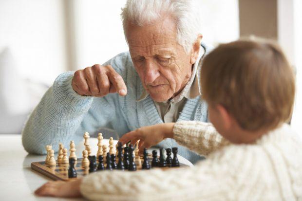 Вчені з Anschutz Medical Campus при Університеті Колорадо стверджують, що навіть незначна нестача натрію в організмі (гіпонатріємія) у літніх людей пр
