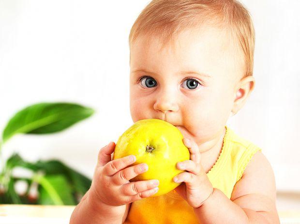 Євген Комаровський стверджує, що дитині необхідні не тільки вітаміни, але просто правильний раціон харчування.
