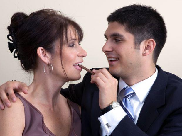 Чому роман з молодшим за вас чоловіком - це добре?
